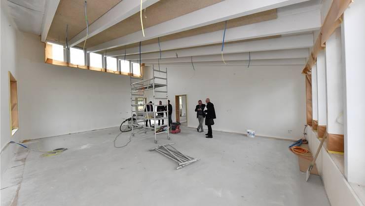 Klassenraum im Obergeschoss: 75 Quadratmeter gross, die Decke mit sogenannten «Spaghetti-Platten» ausgestaltet.