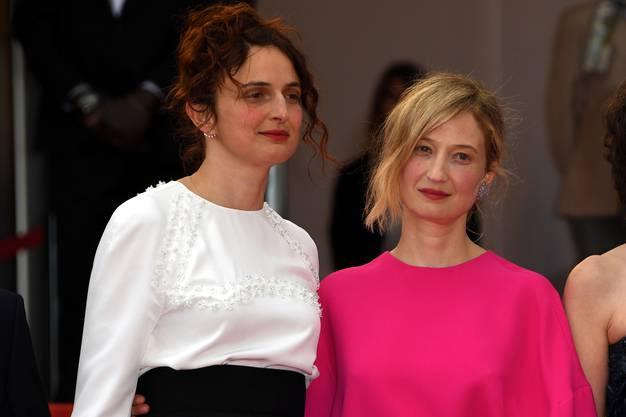 Schwestern: Regisseurin Alice Rohrwacher und die italienische Starschauspielerin Alba Rohrwacher auf dem roten Teppich in Cannes.