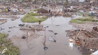 Nach Angaben der Internationalen Föderation des Roten Kreuzes und Roten Halbmondes sind durch den Zyklon und die Überschwemmungen zahlreiche Häuser zerstört worden. In der Hafenstadt Beira mit rund 500'000 Einwohnern gab es weiterhin keinen Strom. (Bild vom 18. März)