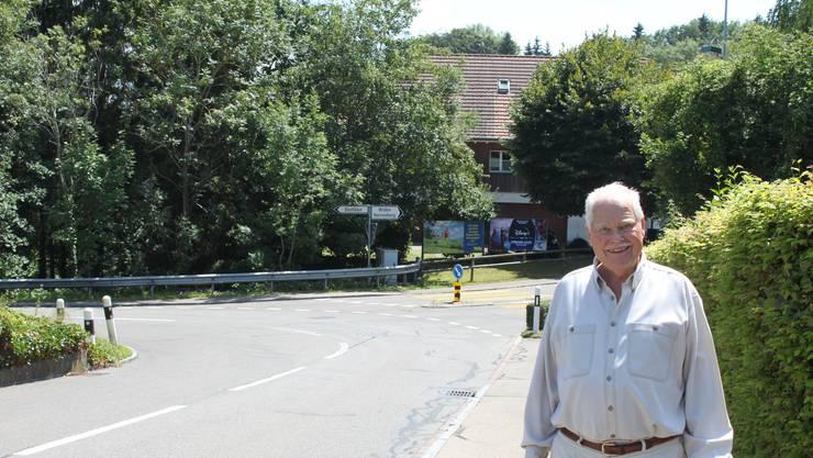 Anwohner wollen auf der Kindhausenstrasse in Bergdietikon die Tempo-30-Zone erwirken. Initiant ist Hans-Rudolf Schneider-Koch.