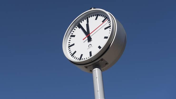 Bauvorstand Stefano Kunz (CVP) sagte, dass das Anliegen derzeit geprüft werde. «Der Wunsch nach einer Uhr wurde schon von verschiedenen Seiten an uns herangetragen.» Die Notwendigkeit wird allerdings in Frage gestellt.