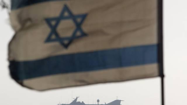 """Israelische Flagge vor dem Hilfsschiff """"Mavi Marmara"""" (Archiv)"""