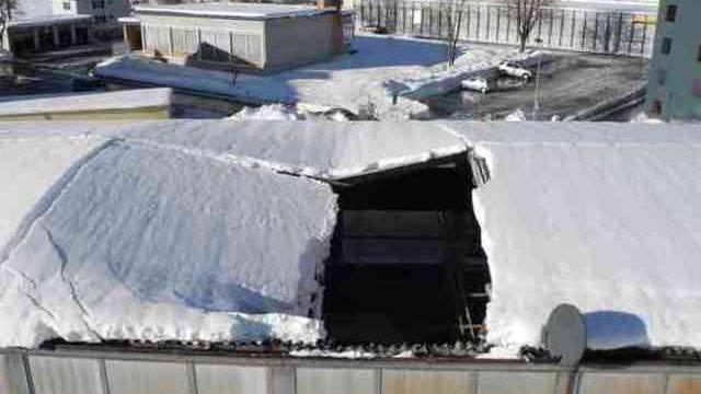 Das eingestürzte Dach der Produktionshalle (Kapo SZ)