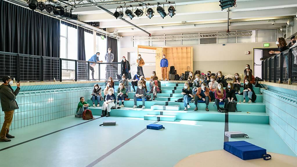 Das Poolbar Festival kehrt 2021 ins «Alte Hallenbad» in Feldkirch zurück.