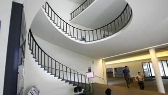 Uni Basel, Kollegiengebäude, Haupteingang: Die Spirale dreht nach oben. Nicole Nars-Zimmer