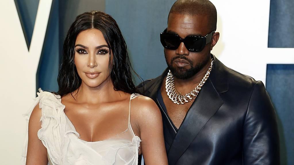 Frauen droht nach der Scheidung eine tiefere Rente. Bei Kim Kardashian (links) dürften sich die finanziellen Probleme nach dem Eheaus mit Kanye West allerdings in Grenzen halten (Archivbild).