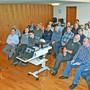 Der Zürcher Peter Schulthess (links) berichtet vor den rund 25 Männern über seine Erfahrungen als Notfallseelsorger.