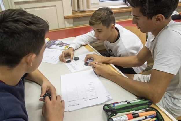Workshop «Häsch no Cash» Schuldenberatung AG/SO in einer Klasse der Bezirksschule Bremgarten.