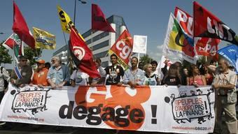 Mehrere hundert Globalisierungsgegner protestieren in Le Havre