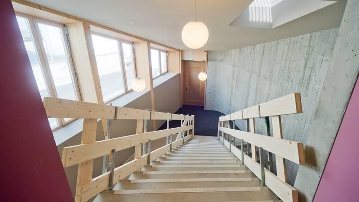 Der Blick von der Dachetage in das zweite Geschoss: Die grosszügige Treppenhalle.