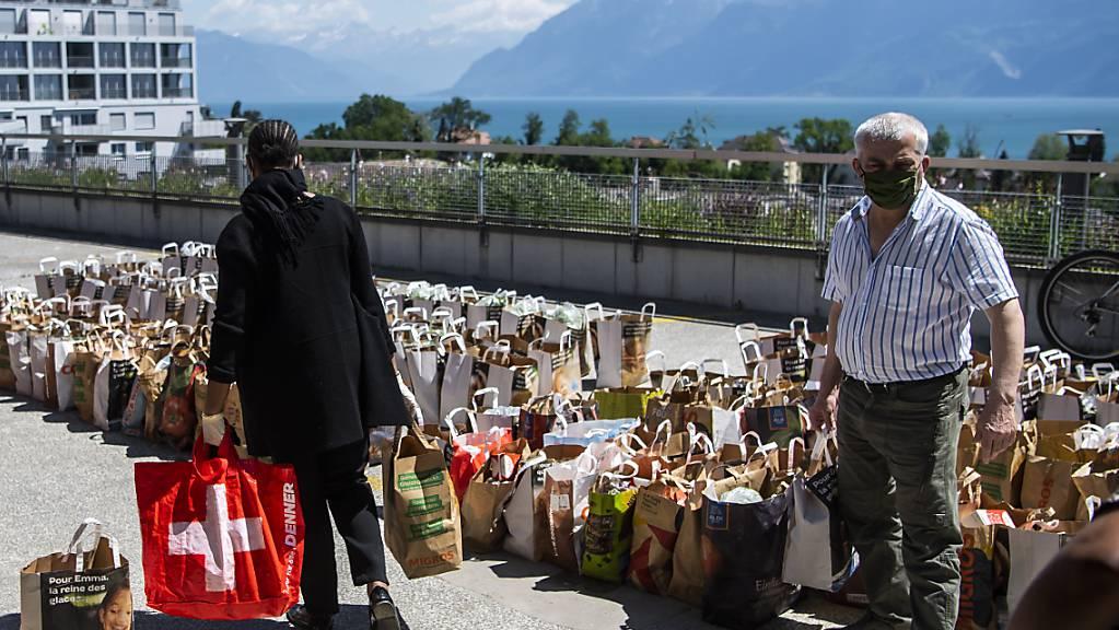 Im Kanton St. Gallen ist das Programm für die Corona-Nothilfe gestartet. Vor allem in der Westschweiz wurden im letzten Jahr Lebensmittel an Bedürftige verteilt, die wegen der Pandemie in Not geraten sind. (Symbolbild)