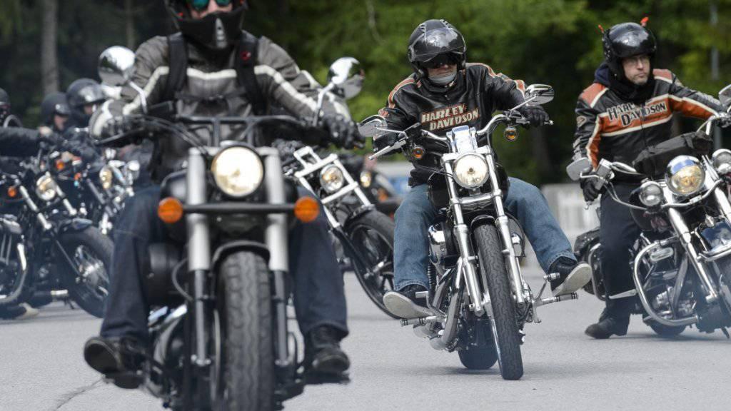 Dem US-Motorradhersteller Harley-Davidson macht zu schaffen, dass ihre Kunden in den USA älter werden. (Archiv)