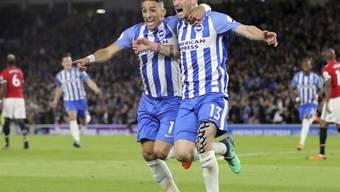 Jubel in Brighton: Torschütze Pascal Gross (re.) feiert den Sieg und Ligaerhalt mit Teamkollege Anthony Knockaert