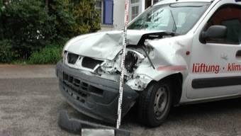 Der Lieferwagen fuhr in das Heck des vor ihm fahrenden Autos.