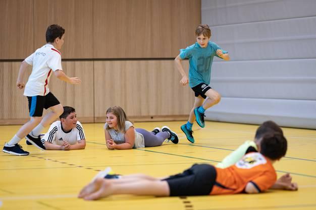 Nacht acht Wochen dürfen die Schüler wieder Fangis spielen – und das erst noch in einer neuen Turnhalle.