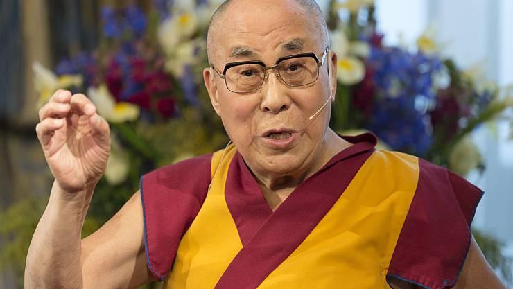 Der Dalai Lama an einer Konferenz im Grand Hotel «Les Trois Rois»