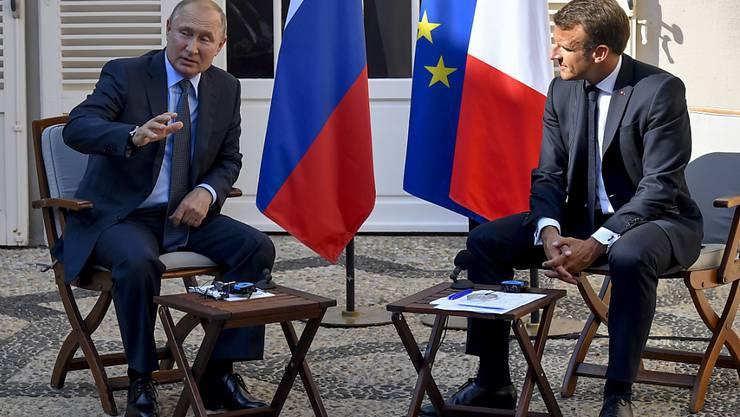 Fünf Tage vor dem G7-Gipfel hat der französische Präsident Emmanuel Macron den russischen Präsidenten Wladimir Putin zu Gesprächen empfangen.