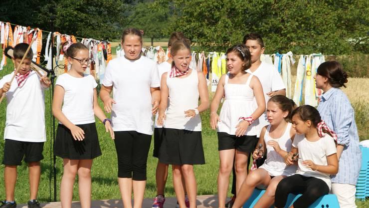 'Wämmer ned es bitzeli loschtig si' singen die Vierklässler im Kanon mit anderen Schweizer Liedern
