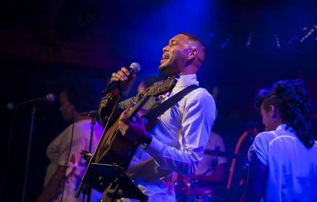 Hoarau trifft jeden Ton und interpretiert den Reggae auf besondere Art und Weise.