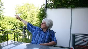 Fluglärmgegner Peter Marti auf seinem Balkon: «So viele Anwohner müssen leiden, weil einige wenige ihr exklusives Hobby ausüben wollen.» som
