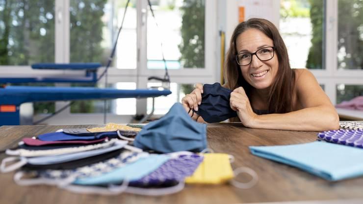 Gabriele Widmer führt seit 20 Jahren ihr Schneideratelier in Schlieren. Weil die Aufträge ausblieben, entschied sie sich, Masken zu fertigen.