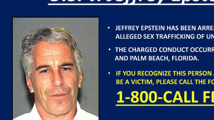 """Der angeklagte Multimillionär Jeffrey Epstein hat sein Vernögen in Höhe von 578 Millionen Dollar kurz vor seinem Tod einem Treuhandfonds übertragen, schrieb die """"New York Post"""". Dies könnte die Entschädigung von Opfern erschweren."""