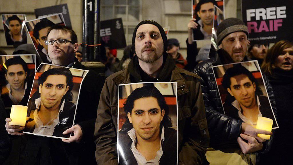 Protest zur Freilassung Badawis mit seinem Konterfei vor der saudi-arabischen Botschaft in London im vergangenen Januar