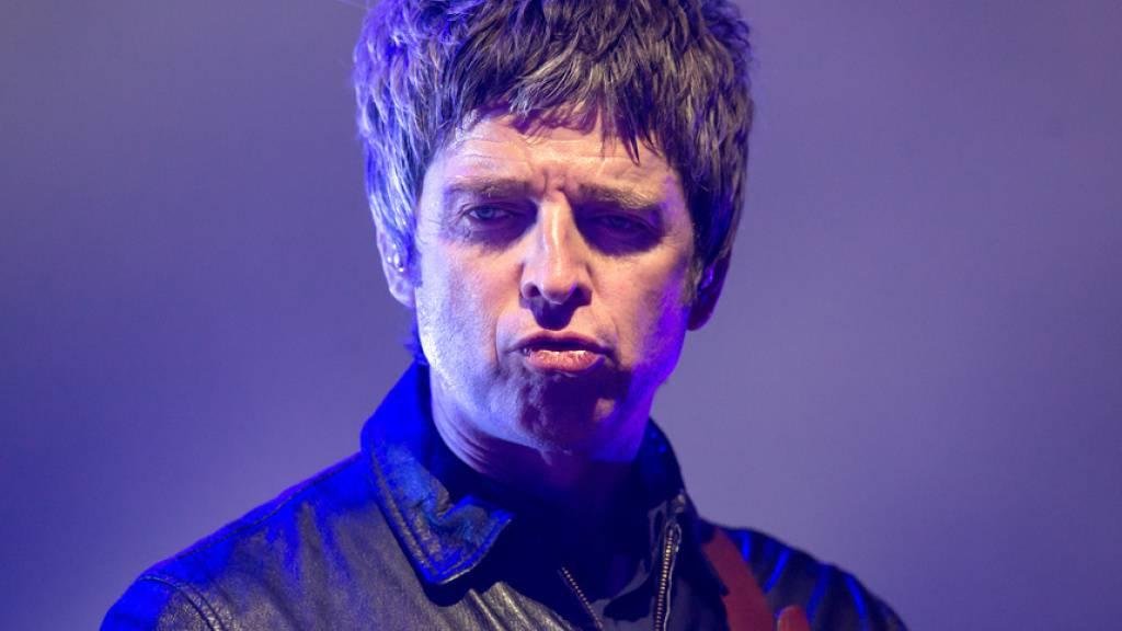 Musiker Noel Gallagher hat #käluscht auf Corona-Masken