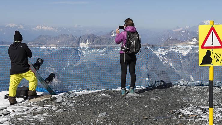 Die Berge sind auch im Sommer mit Gefahren verbunden: Touristen während der Hitzeperiode auf dem Klein Matterhorn.