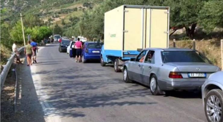 Stau nach Unfall in Kosovo.