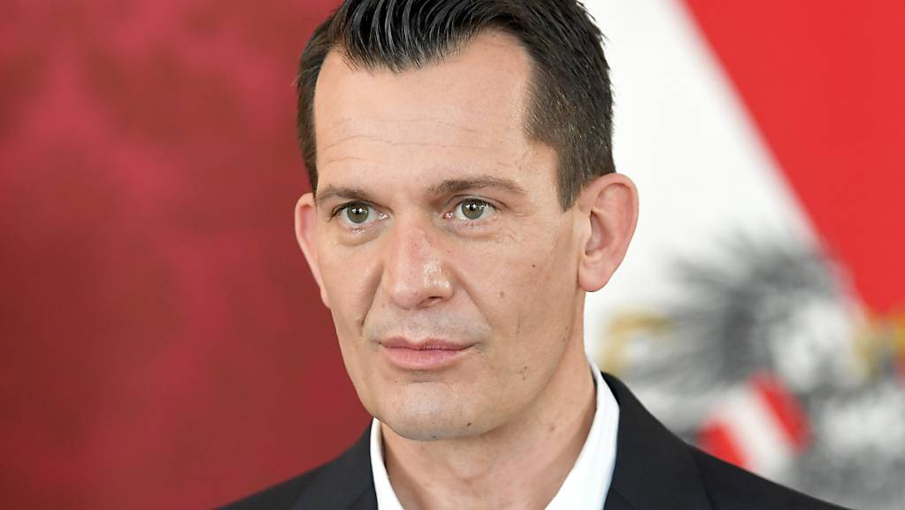 Gesundheitsminister Wolfgang Mückstein (Grüne) kündigte am Montag im Parlament an, dass eine Erstimpfung in Österreich schon bald als Eintrittskarte für Restaurants, Veranstaltungen und Hotels gelten soll.
