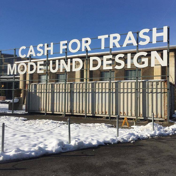 Am Cash for Trash bekommt man am Samstag Last Minute Geschenke von jungen Designern