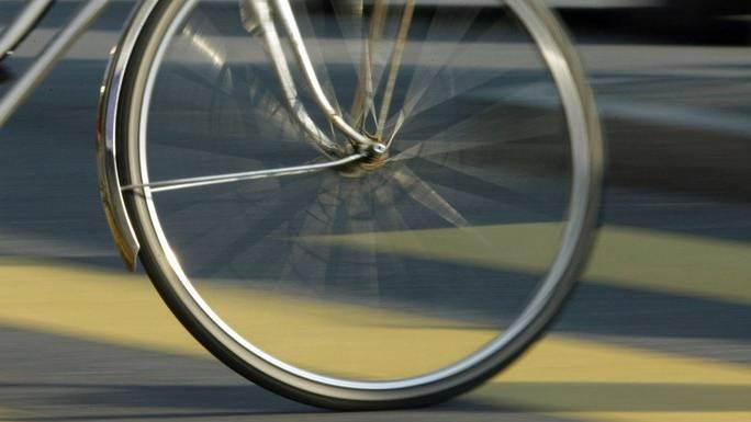 Der 11-jährige Velofahrer blieb unverletzt. (Symbolbild)
