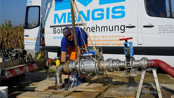 Pumpversuch am Standort des geplanten Pumpwerks Breiten in Zufikon. zvg
