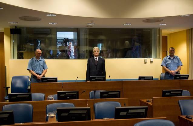 Der Präsident der bosnischen Serben, Radovan Karadzic, 2008 vor dem Internationalen Strafgerichtshof in Den Haag.