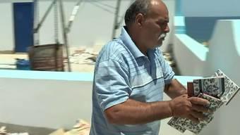 Auf «Channel 4» zeigt Munsaf Mayyel, wie er den Terroristen an seiner Flucht gehindert hat. Über den Anschlag ist er sichtlich bestürzt.