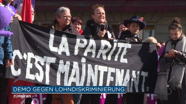 500 Frauen demonstrieren zum Weltfrauentag in Bern