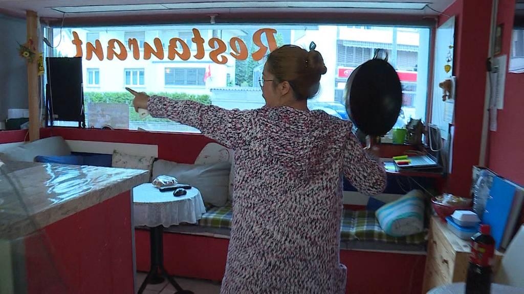 Thai-Wirtin schlägt Räuber in Grenchen mit Wok in die Flucht