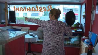 """Mit einem Messer bewaffnet wollte ein Unbekannter das Restaurant """"Thai Wok"""" überfallen. Doch darauf hatte die Inhaberin gleich eine schlagende Antwort in Griffnähe."""