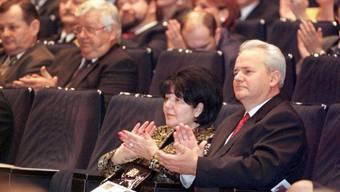 Zwölf Jahre nach seinem Tod stehen Slobodan Milosevic (r) und seine Frau Mira Markovic (l) im Zentrum eines Theaterstücks und eines Musicals. (Archivbild)