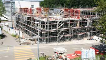 Der Erweiterungsbau «Reha Ost» liegt voll im Zeitplan. Mitte August soll bereits die Aufrichtung gefeiert werden.