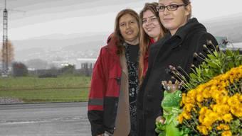 Mutter Monika Bertschi mit den Töchtern Olivia und Sabine.