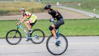 Mirjam Lips schafft den Weltrekord, mit dem Einrad über 100km, auf dem Flugplatz Emmen.