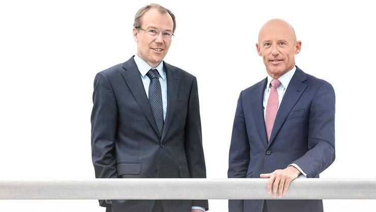 Lächelnd für eine gemeinsame Zukunft an Bord: Johannes Rüegg-Stürm (l.) und Patrik Gisel in einer Aufnahme für den Raiffeisen-Jahresbericht 2016.