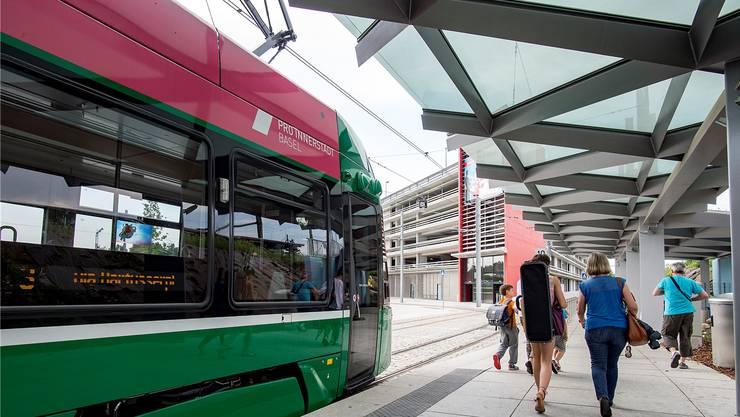 Das 3er-Tram wird künftig noch weiter fahren als die jetzige Endstation in Saint-Louis. (Archivbild)