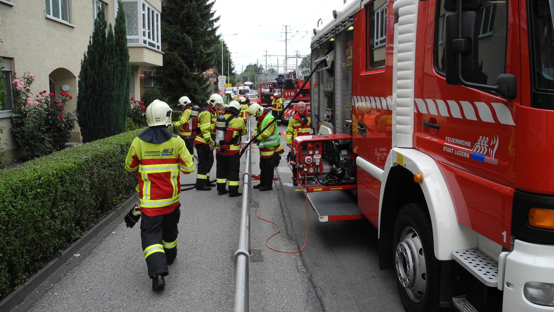 Elf Personen wegen Küchenbrand evakuiert