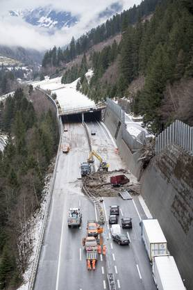 Verschüttete Autobahn A2 zwischen der Wilerplanggen und der Ripplistal-Galerie