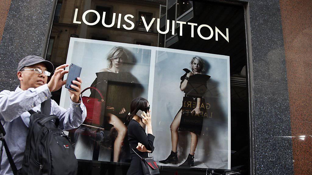 Vor allem Touristen wollen auch am Sonntag shoppen. Paris öffnet darum die Tore der Konsumtempel ab dieser Woche auch an Sonntagen. (Symbolbild)