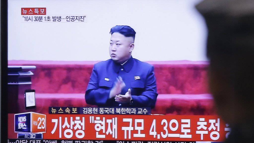 Lässt gerne die Muskeln spielen - und provoziert damit Gegenreaktionen wie die jüngste Stationierung einer US-Raketenabwehr in Südkorea: der nordkoreanische Diktator Kim Jong Un (in einer Aufnahme vom Januar 2016).