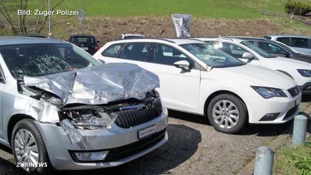 Spektakulärer Unfall bei Sihlbrugg-Kreisel